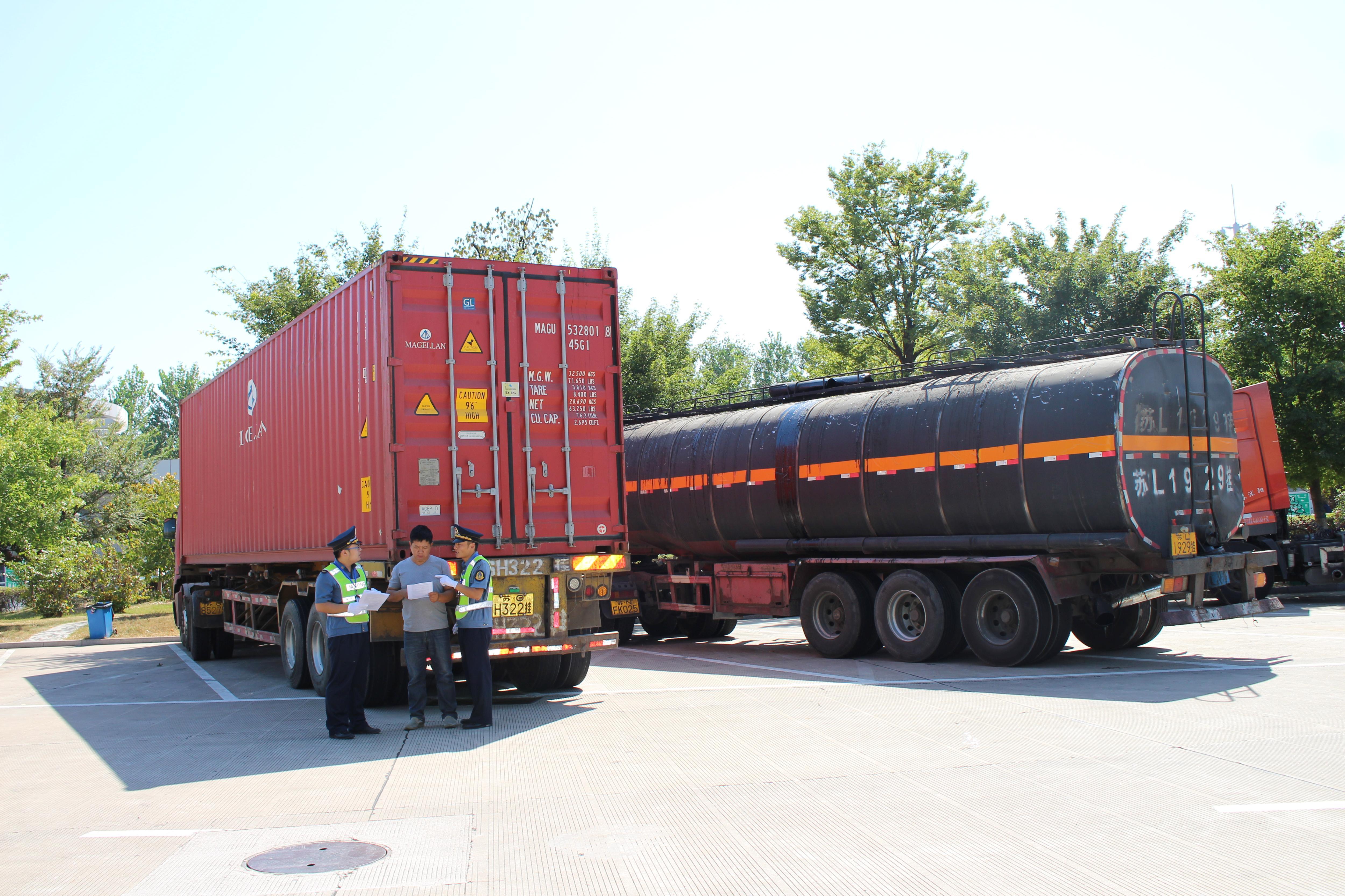 对1年内违法超限运输超过3次的货运车辆和货运车辆驾驶人,1年内违法