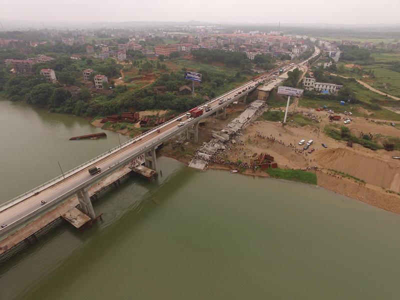組圖 獨家航拍江西泰和縣一橋梁坍塌現場