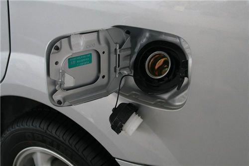 掌握汽车油箱保养常识 定期清洁十分必要