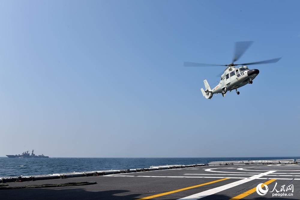 舰载直升机起飞离舰