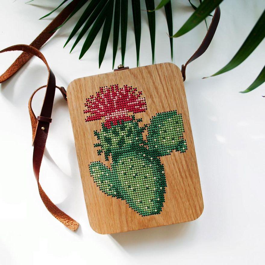 皮包,布包都out 了,外国设计师手工制作木板十字绣包