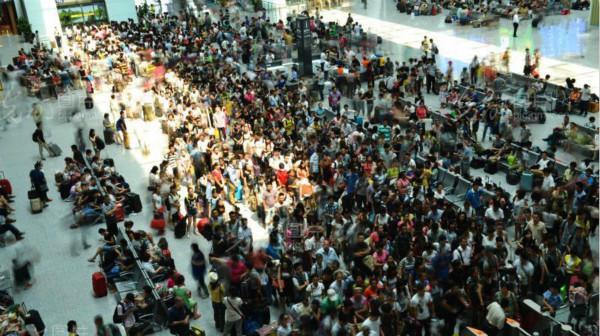 国庆高峰客流有望破纪录 网络购票近八成未取