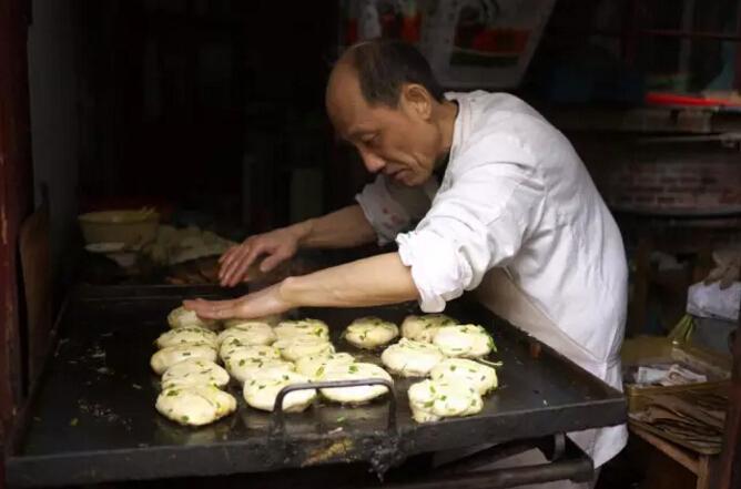 在上海做了34年、惊动BBC的阿大葱油饼可能要关了!