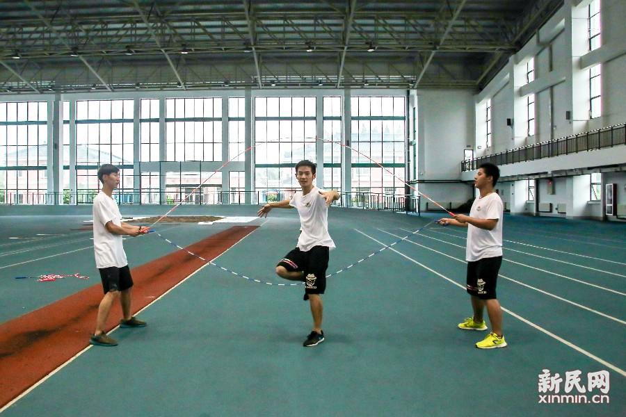 来自中国的上海体育学院花样跳绳让里约奥运会的观众享受到了青春跃动和创新世界的快乐。新民晚报新民网见习记者 俞金旻 见习摄影记者 林德瑛/摄