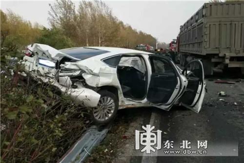 哈大高速连发5起交通事故 11车相撞