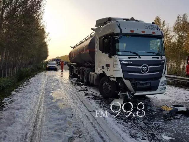 哈大高速多起事故20台车受损 车辆滞留5公里