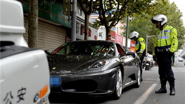 """沪警方交通大整治""""飞行检查"""":违停车七成是出租车网约车"""