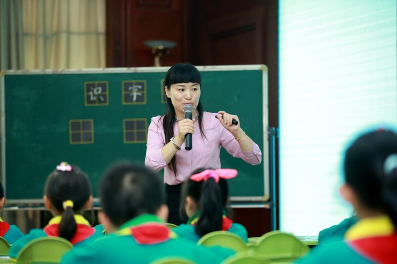 市张茂平名师工作室成员与全国名师同台献课
