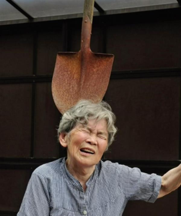老太太zipai_日本老奶奶88岁成网红 全靠这些自拍照