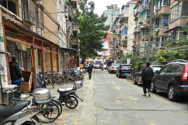 杨浦控江七村男子驾车与行人碰擦 双方争执中一人身亡