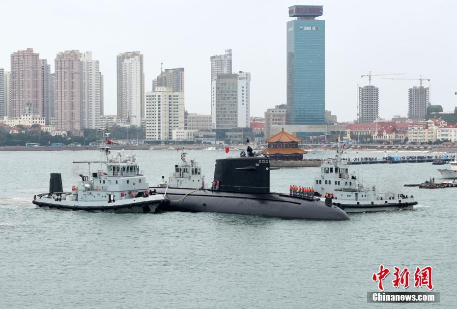 中国首艘<a href='http://search.xinmin.cn/?q=核动力潜艇' target='_blank' class='keywordsSearch'>核动力潜艇</a>退出现役