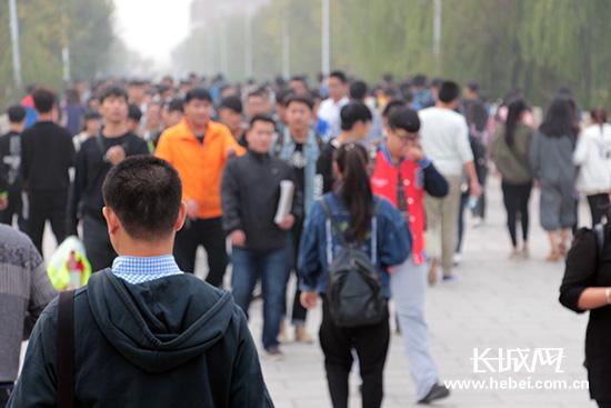 <a href='http://search.xinmin.cn/?q=北京交通大学' target='_blank' class='keywordsSearch'>北京交通大学</a>海滨学院目前拥有10000多名在校生。贺宏伟 摄