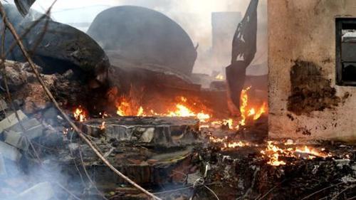 济南市历城区一仓库起火 浓烟滚滚气味刺鼻暂无人员伤亡