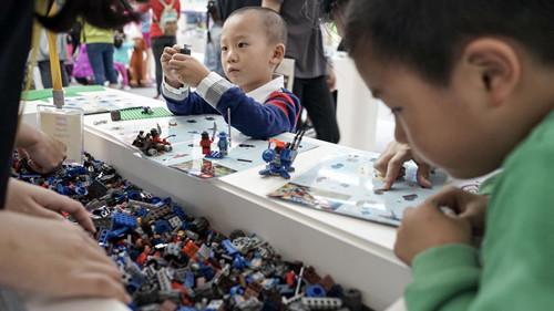 """上海玩博会首次亮相呼吁家长""""放下手机""""陪伴孩子"""