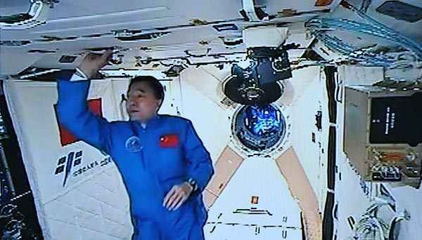 宇航员景海鹏在太空过50岁生日:他的坚持是稀缺资源