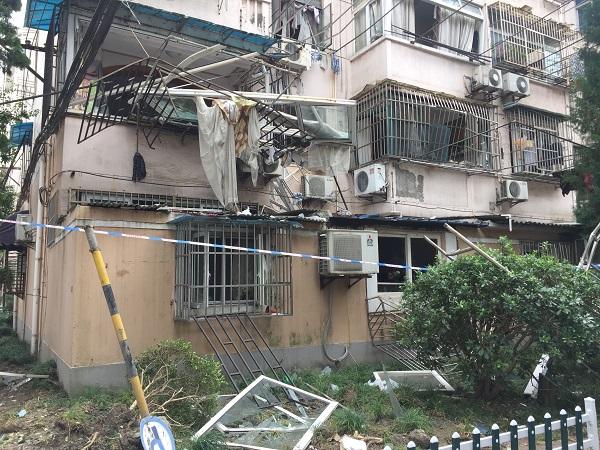 广灵四路一居民家今晨爆燃 疑为天然气泄漏所致