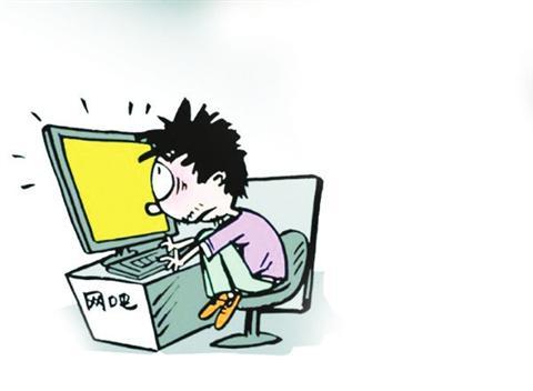 男子连续1个月穿短裤吃住在网吧 店员怕他受冻报警