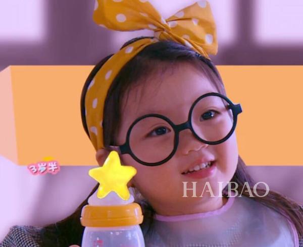 崔雅涵宝宝今年3岁半,牛奶皮肤嘟嘟脸超级可爱.