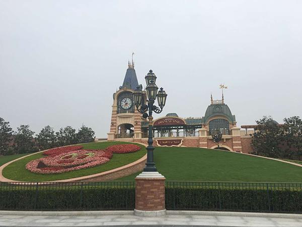 """环球汽车网上海迪士尼乐园推专享""""畅游季卡""""价格1111"""