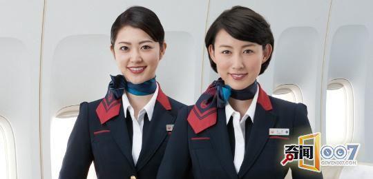 空姐脖子上的丝巾_世界各国的空姐服装比拼,看来看去还是中国的最养眼
