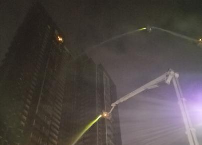 深圳南山区一42层在建楼盘突发火灾 转移135名被困者