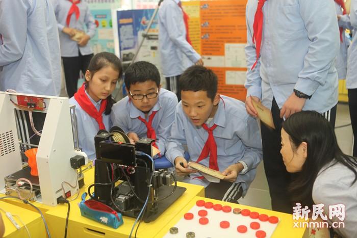 科技教育引领洛川学子放飞未来