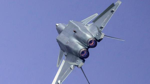 专家:歼-20采用国产发动机,已交付部队四五个月