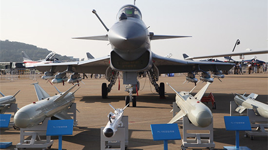 歼-10B首现航展 专家:航电系统升级发动机改进