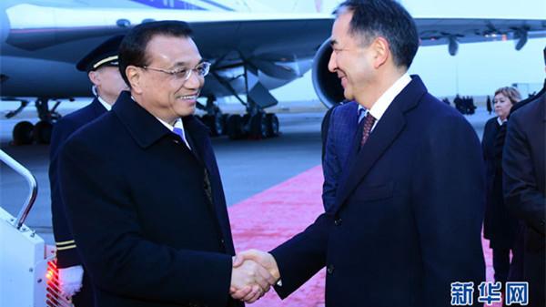李克强抵达阿斯塔纳对哈萨克斯坦进行正式访问