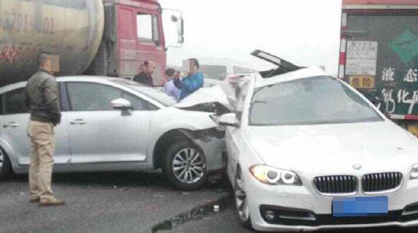 最新:S32申嘉湖高速今晨多起追尾已致4死40伤