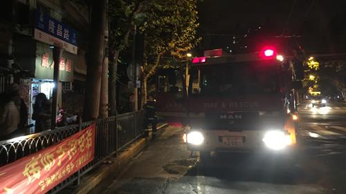 杨浦区一民宅昨晚突发火灾 幸无人员伤亡