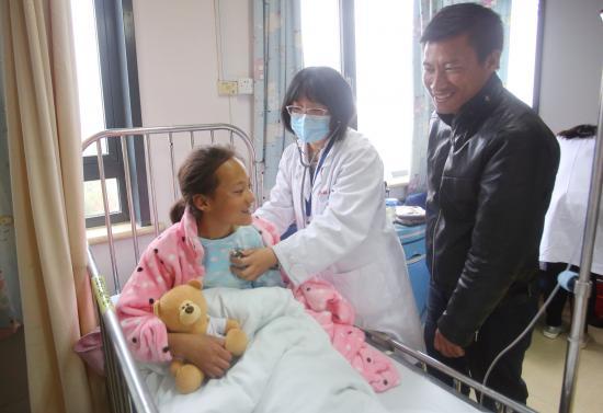 香格里拉先心病患儿上午接受手术