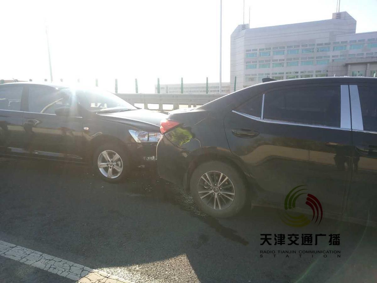 惨烈 津滨高速5车追尾 多人受伤就医