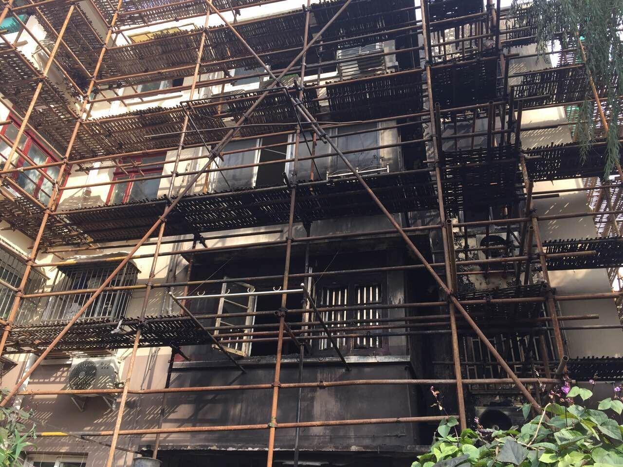 杨浦同济新村凌晨突发火灾 已致1死1伤