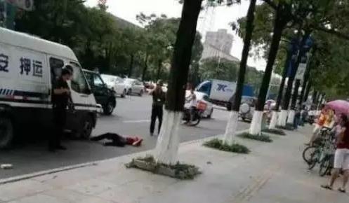 男子在东莞追砸运钞车被击毙 获180万元赔偿