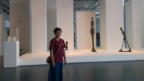 """56岁退休阿姨乐盈:在美术馆有份""""稳定""""工作"""