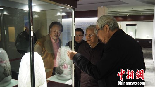 工艺美术大师陈扬龙作品展落幕 嘉宾零距离碰触艺术