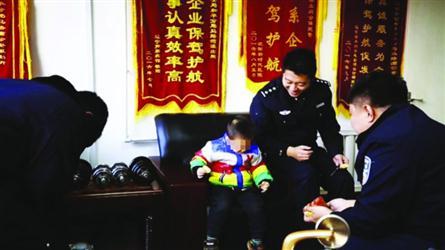 妈妈被抓时留下,西游之焚天3岁娃派出所民警养俩月