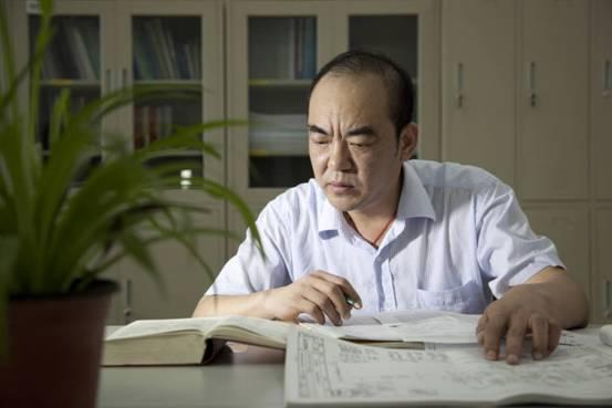 """【中国梦·大国工匠】<a href='http://search.xinmin.cn/?q=三峡电厂' target='_blank' class='keywordsSearch'>三峡电厂</a>检修中的""""定海神针"""""""