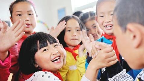 """设立""""郭梁奖学金"""" 沪老夫妇 """"百年""""后将把现居房捐给教育事业"""
