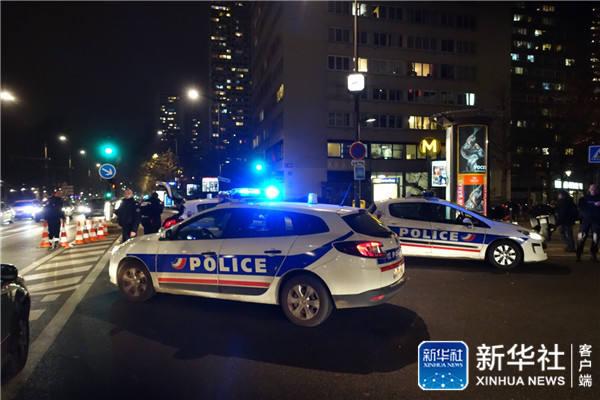 一名持枪歹徒闯进巴黎一家旅行社 劫持7名人质