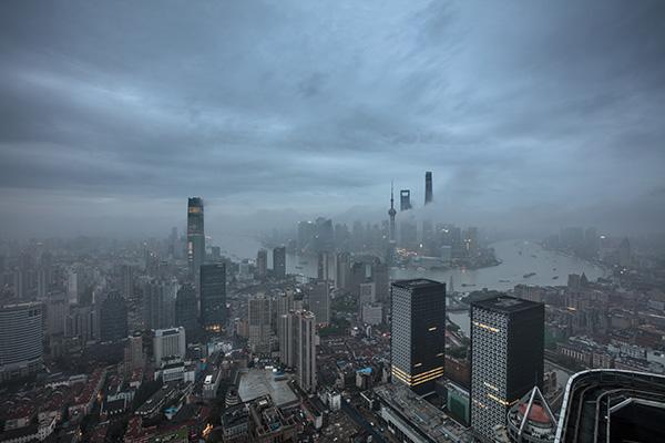 申城今半夜起霾逐渐消散 明最高温下降6~8℃