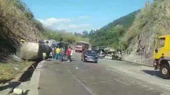 云南德宏货车与客车相撞 9人死亡20人受伤