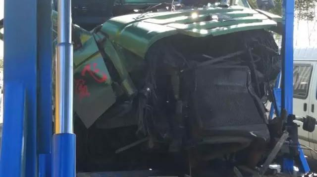 外环高速路3车追尾 钢板插入驾驶室致驾驶员身亡