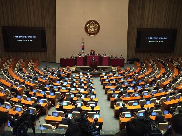 韩国国会表决通过总统弹劾动议案 朴槿惠将被停职