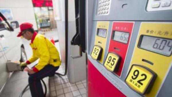 下周国内油价两连涨几成定局 幅度或超350元/吨