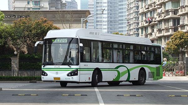 浦东21条穿梭巴士实行时刻表挂牌服务 市民掐表乘车