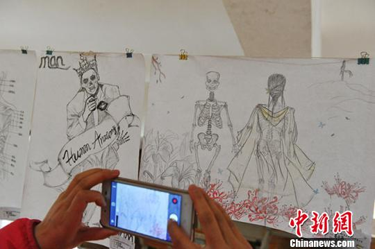 医学和艺术相碰撞 甘肃医学生亲手绘制解剖图