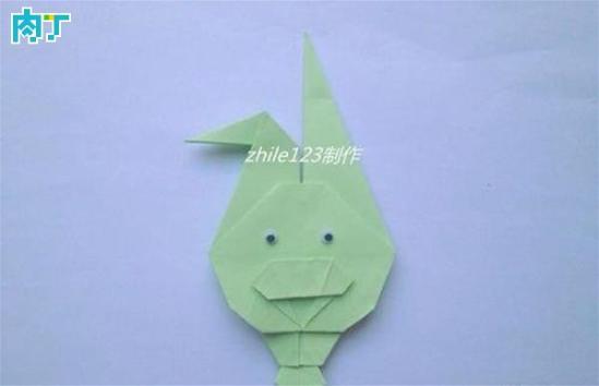 小白兔,乖又乖,两只耳朵竖起来这是一首经典的儿歌。追忆童年,zhile123做了一个小兔子造型的书签,你也可以做给你的宝宝们哦。今天我们一起分享玉兔书签的手工折纸制作方法。   DIY需要准备的材料和工具:正方形纸张   DIY详细步骤图解:   如图,折出米字形折痕后还原。