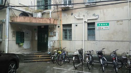 杨浦开鲁四村民宅内男子与侄子发生冲突 侄子不治身亡